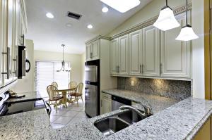 5284  Fairway Woods Drive 4312 For Sale 10632946, FL