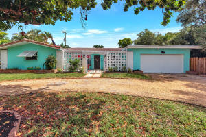 711 SW 25th Place  For Sale 10635700, FL
