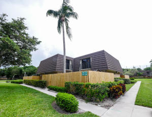 7206  72nd Way  For Sale 10635604, FL