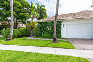 2880  Twin Oaks Way  For Sale 10636053, FL