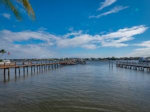 322 N Lake Drive  For Sale 10635954, FL