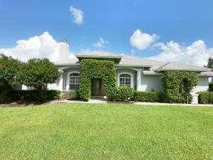 Turn key operation in Saddle Trail! 4 bedrooms 3 full bath, plantation shutters throughout, stainless steel appliances and granite counter tops. The back patio allows you to enjoy a perfect Floridian weather. The barn has 8 well-kept and very comfortable stalls for your horses. 2 Separate tack rooms are available with washer and dryer to satisfy all your laundry needs and 2 outside wash racks. The property also has 4 paddocks and a very nice 150 ft. x 165 ft. riding arena. Separate Gated entrance to barn. Hacking distance to show grounds and horse trails.