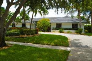 2819  Embassy Drive  For Sale 10637956, FL