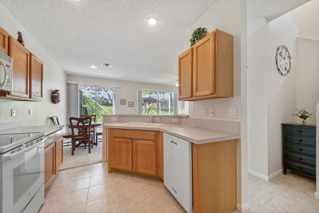 7851 Sienna Springs Drive Lake Worth, FL 33463 small photo 6