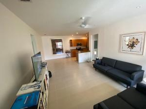 3549  Forest Hill Boulevard 18 For Sale 10638245, FL