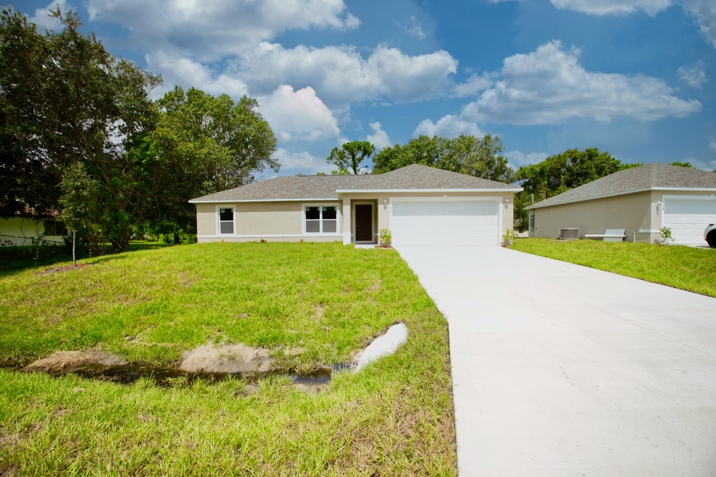 Photo of 144 S Oak Street, Fellsmere, FL 32948