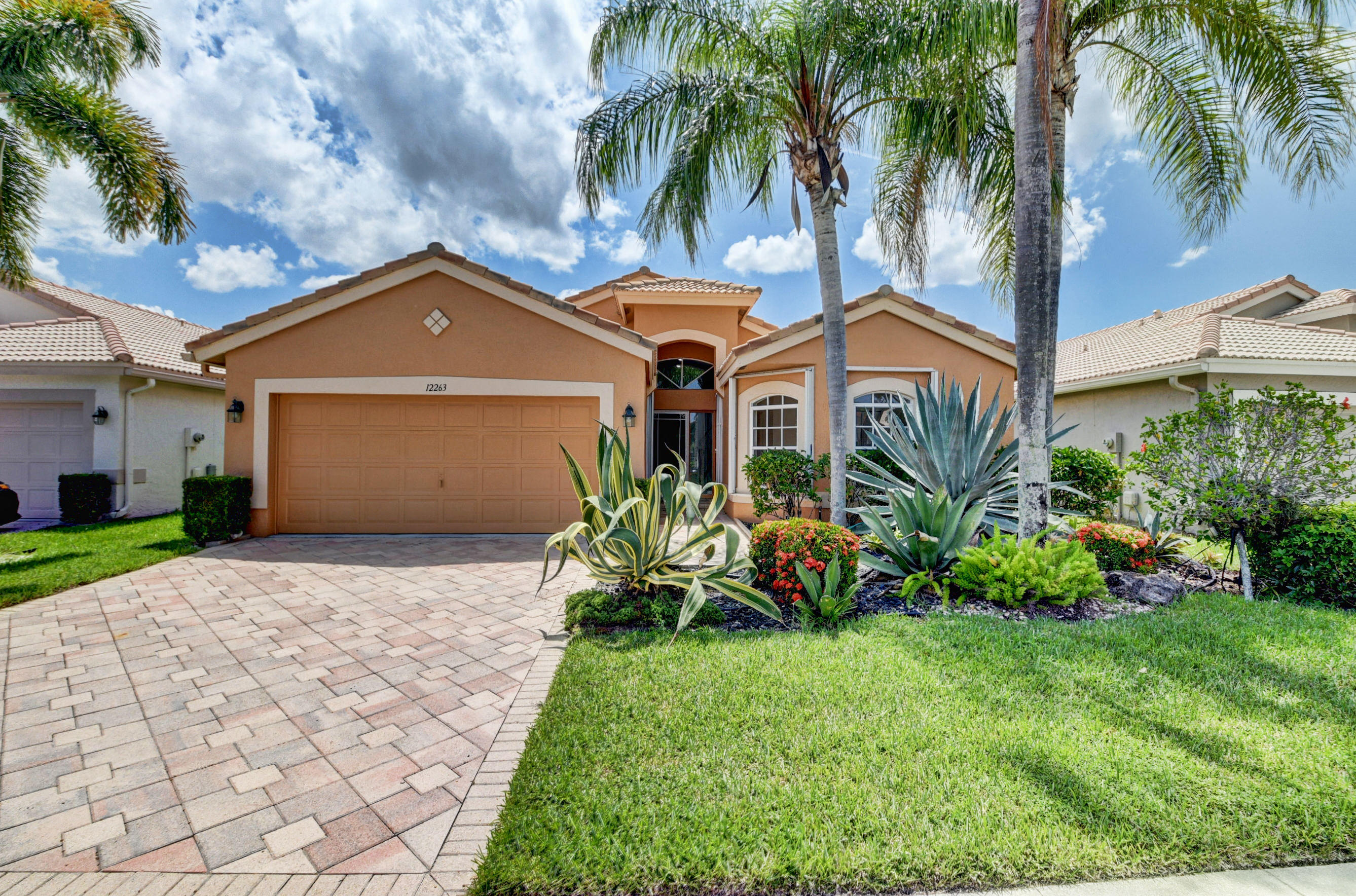 Home for sale in Guard Gated community,Low Hoa,low taxes Clubhouse,exercise rm,sidewalks Golf,Pool,spa/hot much more, Boynton Beach Florida