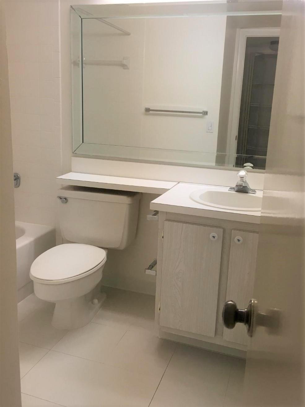118 Lake Pine Circle, Greenacres, Florida 33463, 2 Bedrooms Bedrooms, ,2 BathroomsBathrooms,Residential,for Rent,Pine Ridge South I,Lake Pine,RX-10638888, , , ,for Rent