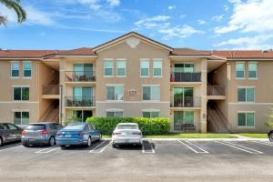 318  Villa Circle  For Sale 10640575, FL