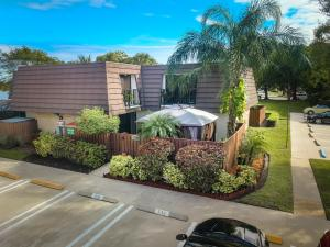 7813  78th Way  For Sale 10642748, FL