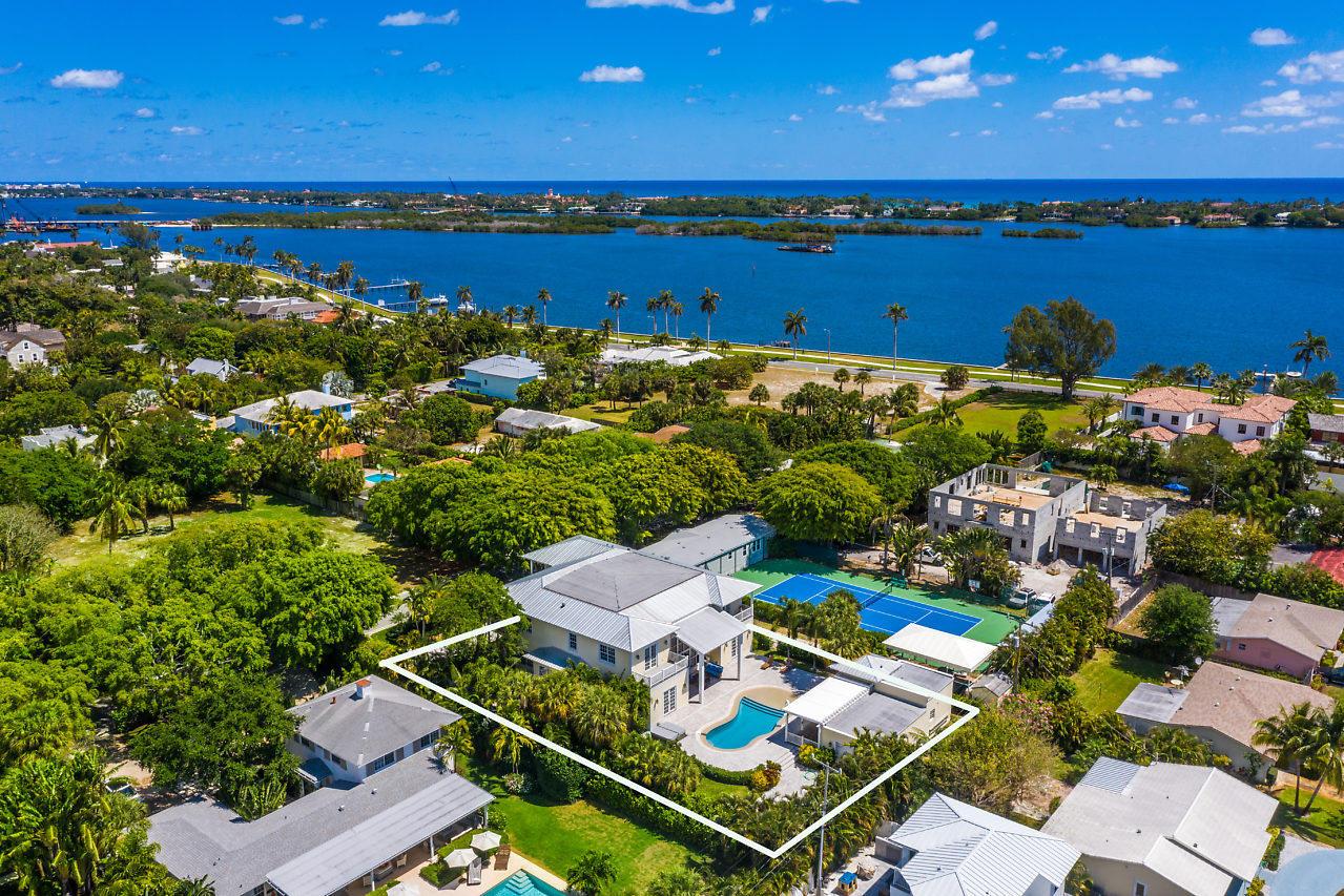 220 Essex Lane West Palm Beach, FL 33405 photo 4