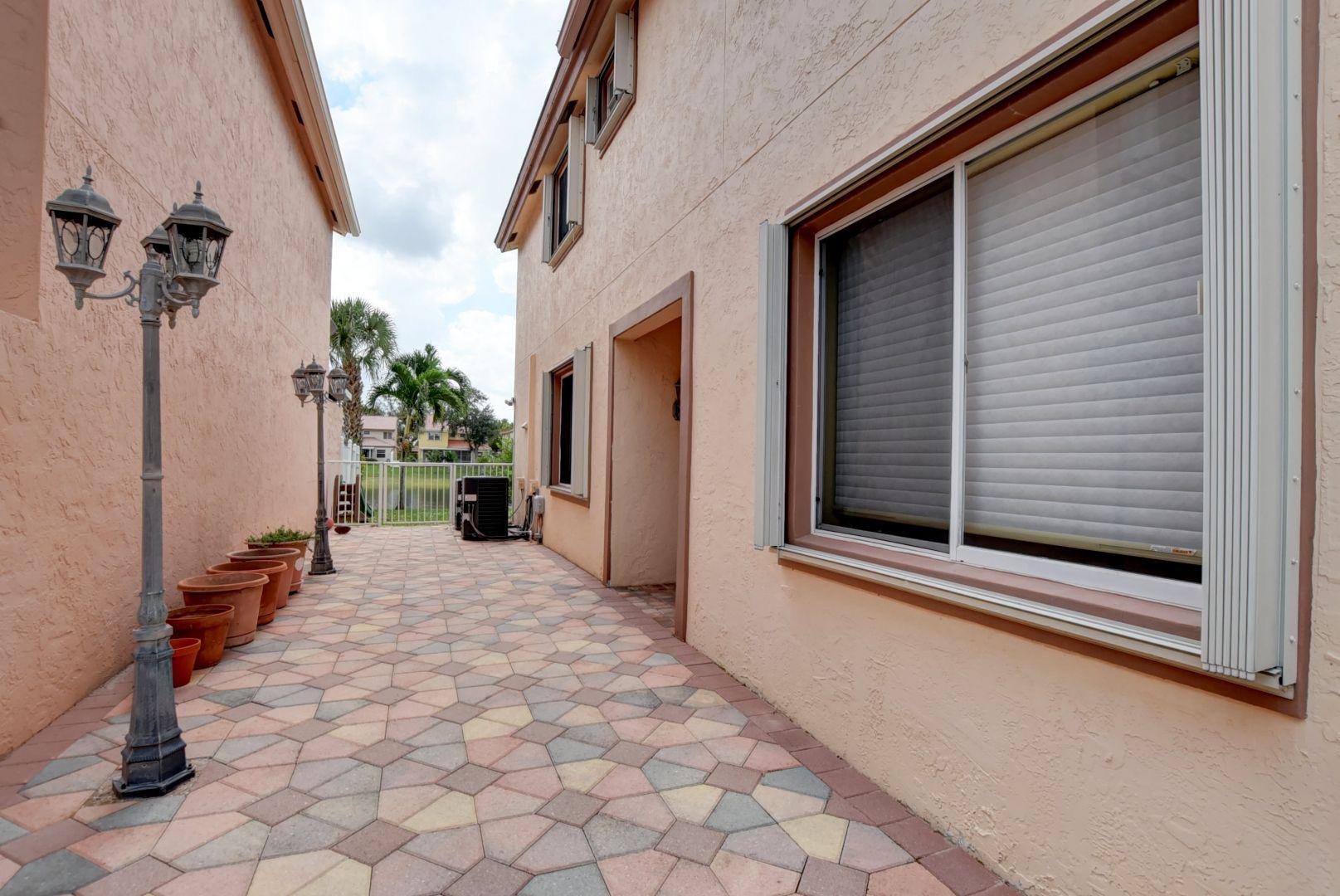 10428 Sunstream Lane Boca Raton, FL 33428 photo 4
