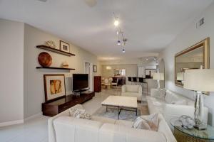 225 NE 1st Street 215 For Sale 10644747, FL