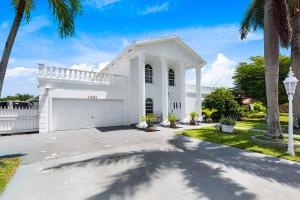 1581 SW 16th Street  For Sale 10644746, FL
