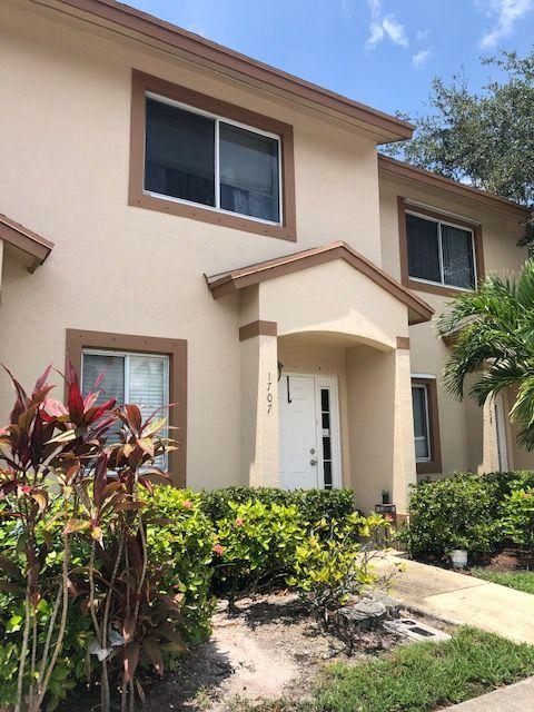 1707 Lakeview Drive Royal Palm Beach, FL 33411
