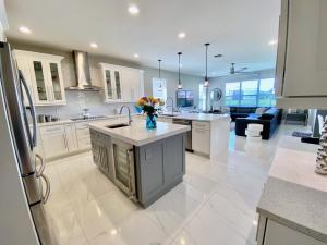 8260  Emerald Winds Circle  For Sale 10642179, FL