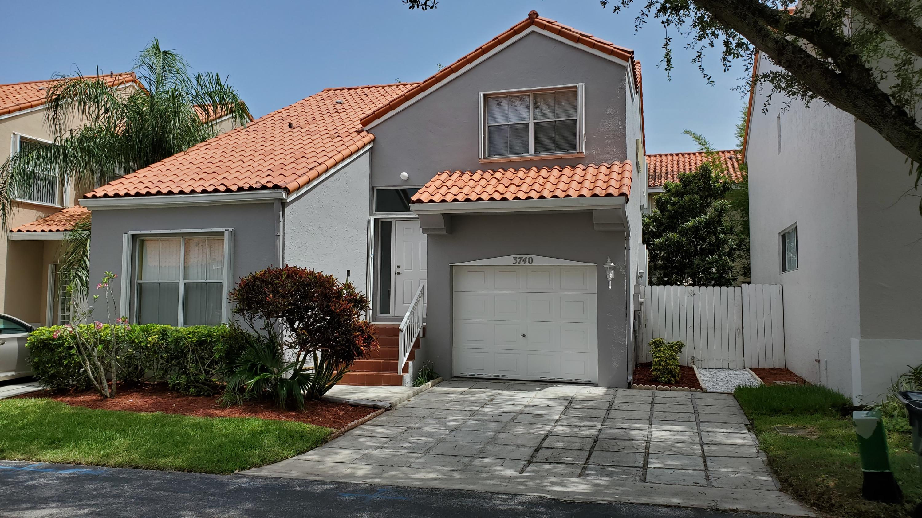 Home for sale in L'etoile Hollywood Florida