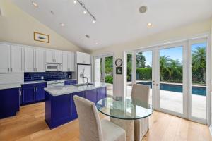 2379  Windsor Way Court  For Sale 10647813, FL