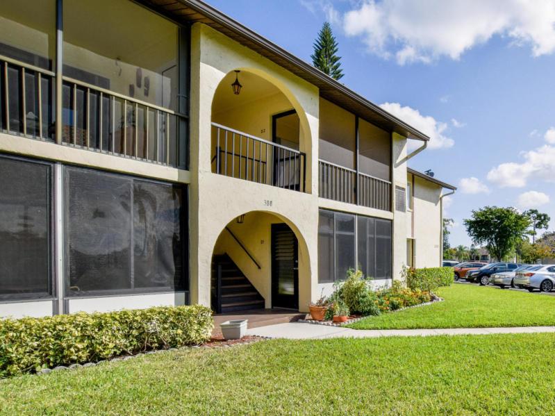 308 Pine Ridge Unit D2, Greenacres, Florida 33463
