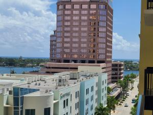 801 S Olive Avenue 713 For Sale 10649024, FL