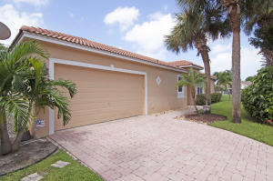1736  Pierside Circle  For Sale 10649945, FL