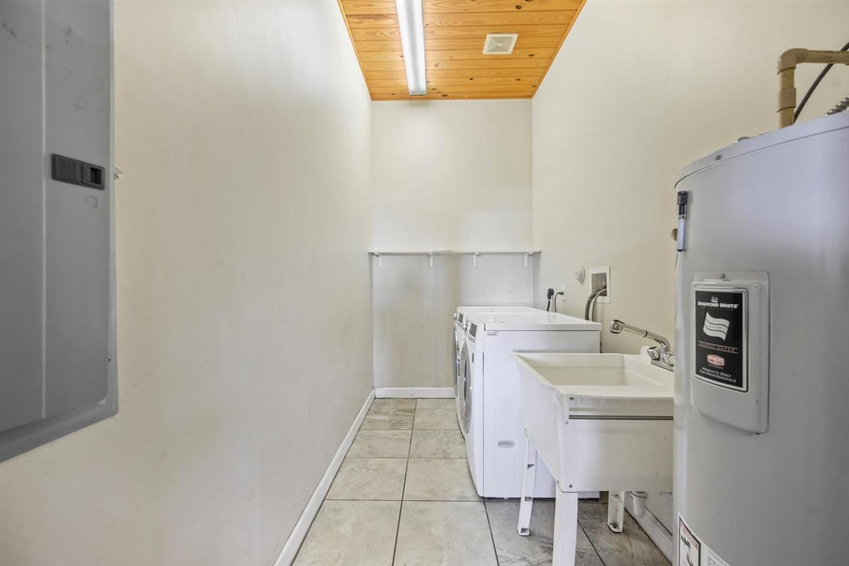 Laundry rm in 18-stall barn