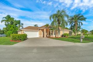 1561  Lake Breeze Drive  For Sale 10651048, FL