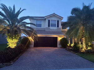 8315  Calabria Lakes Drive  For Sale 10651994, FL