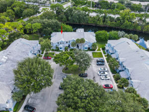 305  Harbour Pointe Way  For Sale 10650107, FL