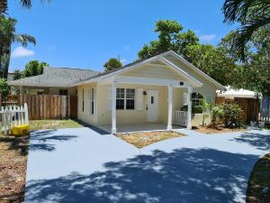 415  32nd Street  For Sale 10652416, FL
