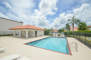 13522  Fountain View Boulevard Court 1 For Sale 10652506, FL