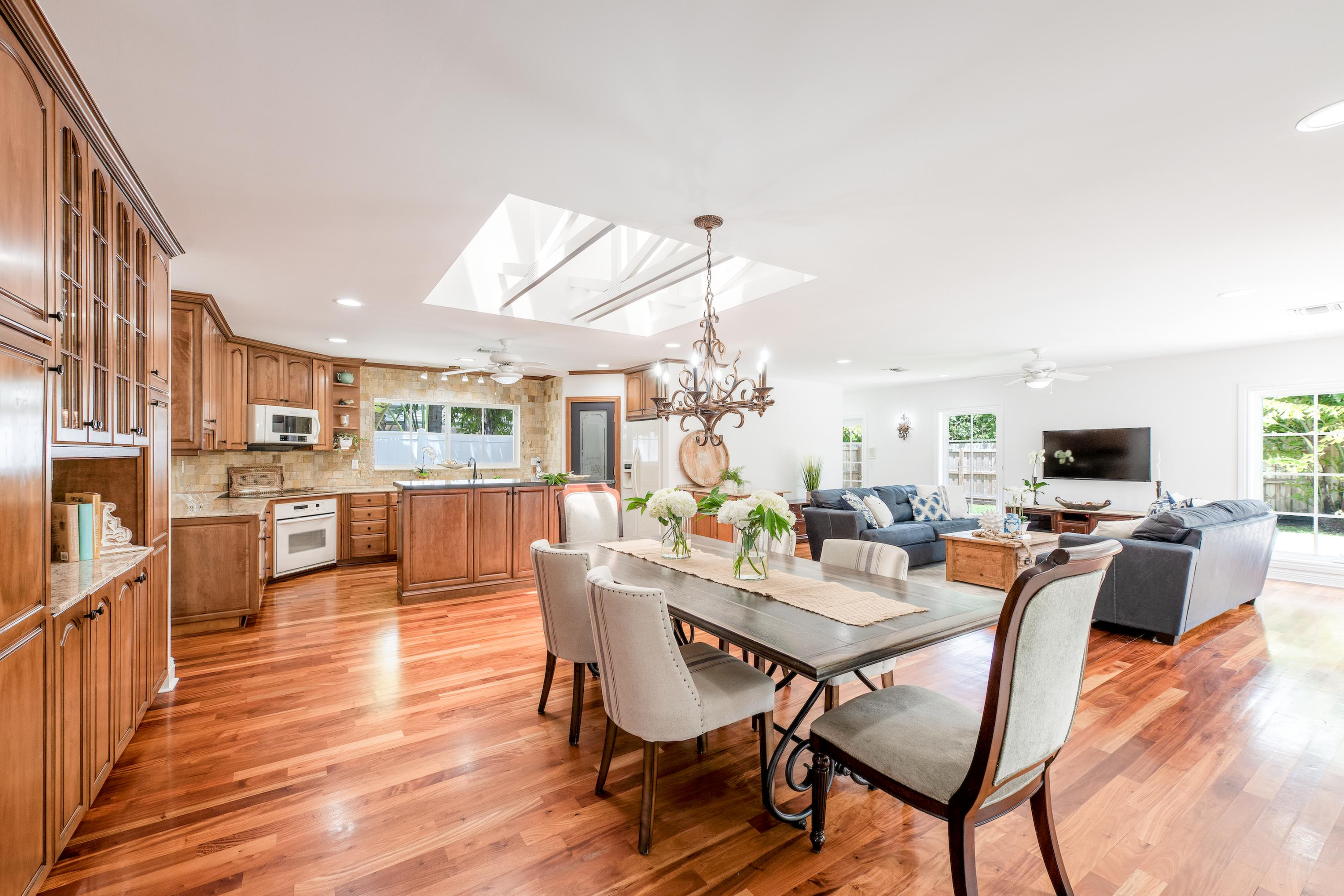 10-Dining-Room-Facing-Kitchen