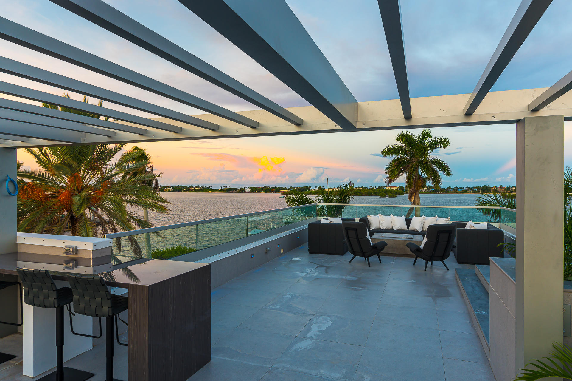 Roof Top kitchen and Pergola