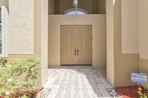 8270  Muirhead Circle  For Sale 10653564, FL