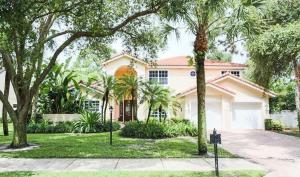 2740  Hampton Circle  For Sale 10654450, FL