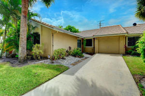 9940  Watermill Circle D For Sale 10654190, FL