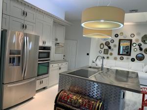 7637  Iris Court  For Sale 10654305, FL
