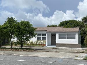 3227  Lake Avenue  For Sale 10652480, FL