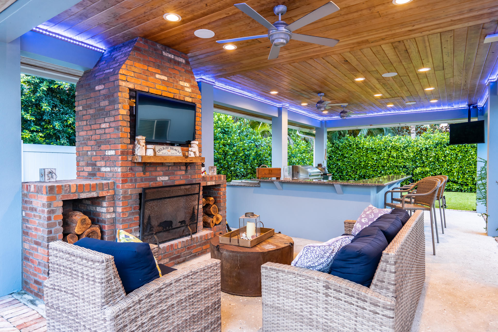 Outdoor living w/ wood burning fireplace