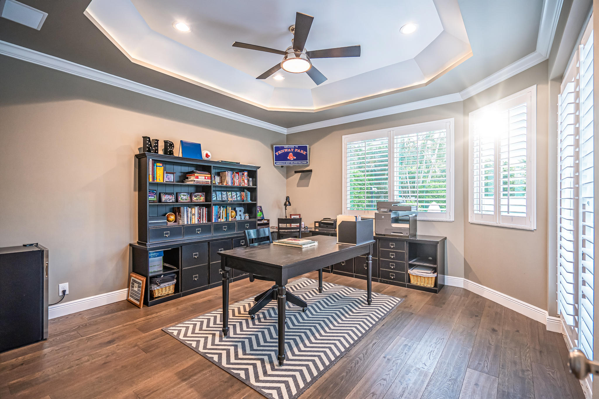 Large office w/tray ceiling/pool view 27