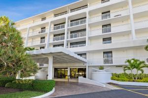 2600 S Ocean Boulevard 304 N For Sale 10655017, FL