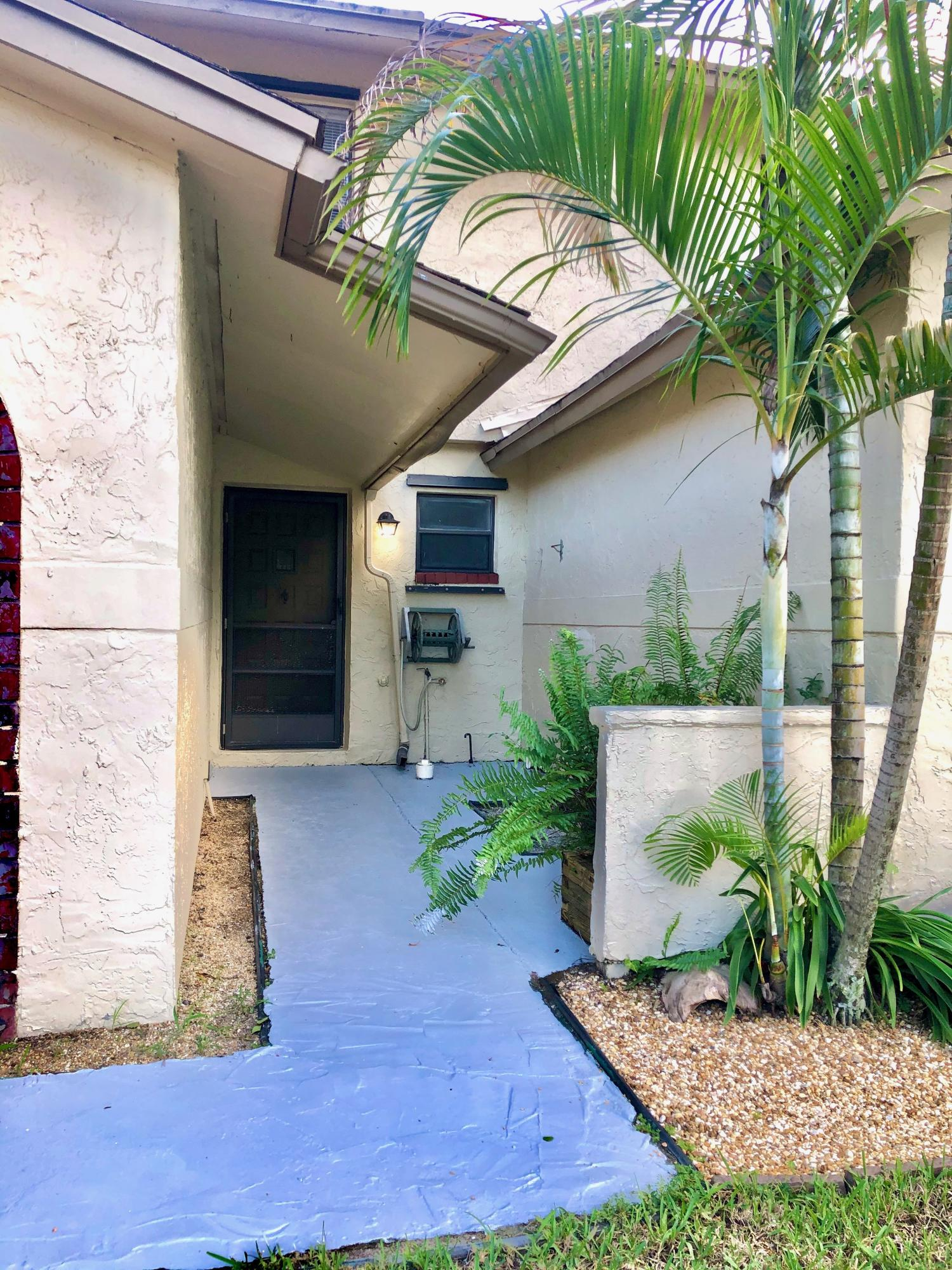 8904 SW 22nd Street E Boca Raton, FL 33433 photo 2