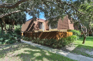 3241  32nd Court  For Sale 10655809, FL