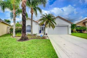 1830  Oak Berry Circle  For Sale 10657084, FL