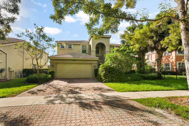 9741 Roche Place Wellington, FL 33414