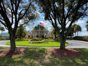 8001  Fairway Lane  For Sale 10657888, FL