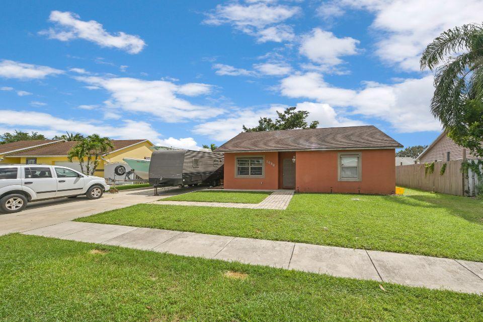 1090 Grand Duke Way Royal Palm Beach, FL 33411 photo 2