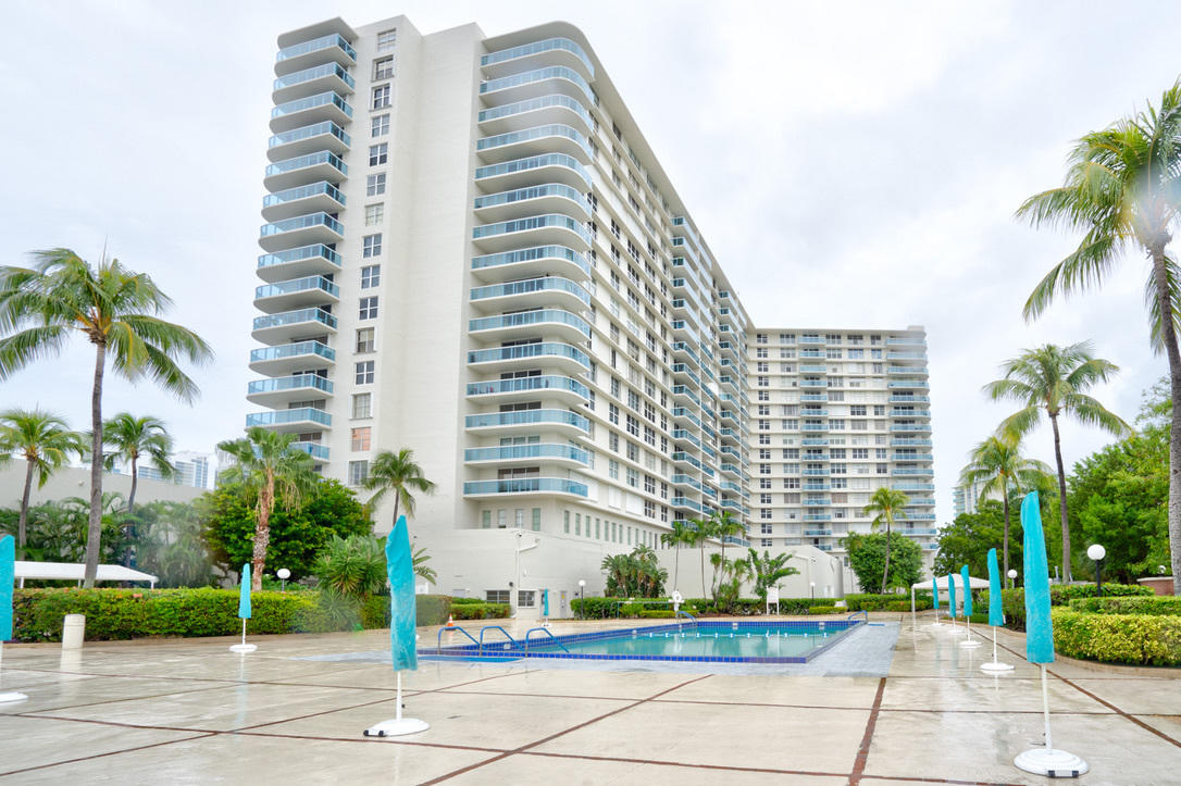 Home for sale in HALLMARK OF HOLLYWOOD CONDO Hollywood Florida