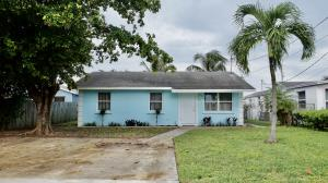 106 NW 11th Avenue  For Sale 10658183, FL