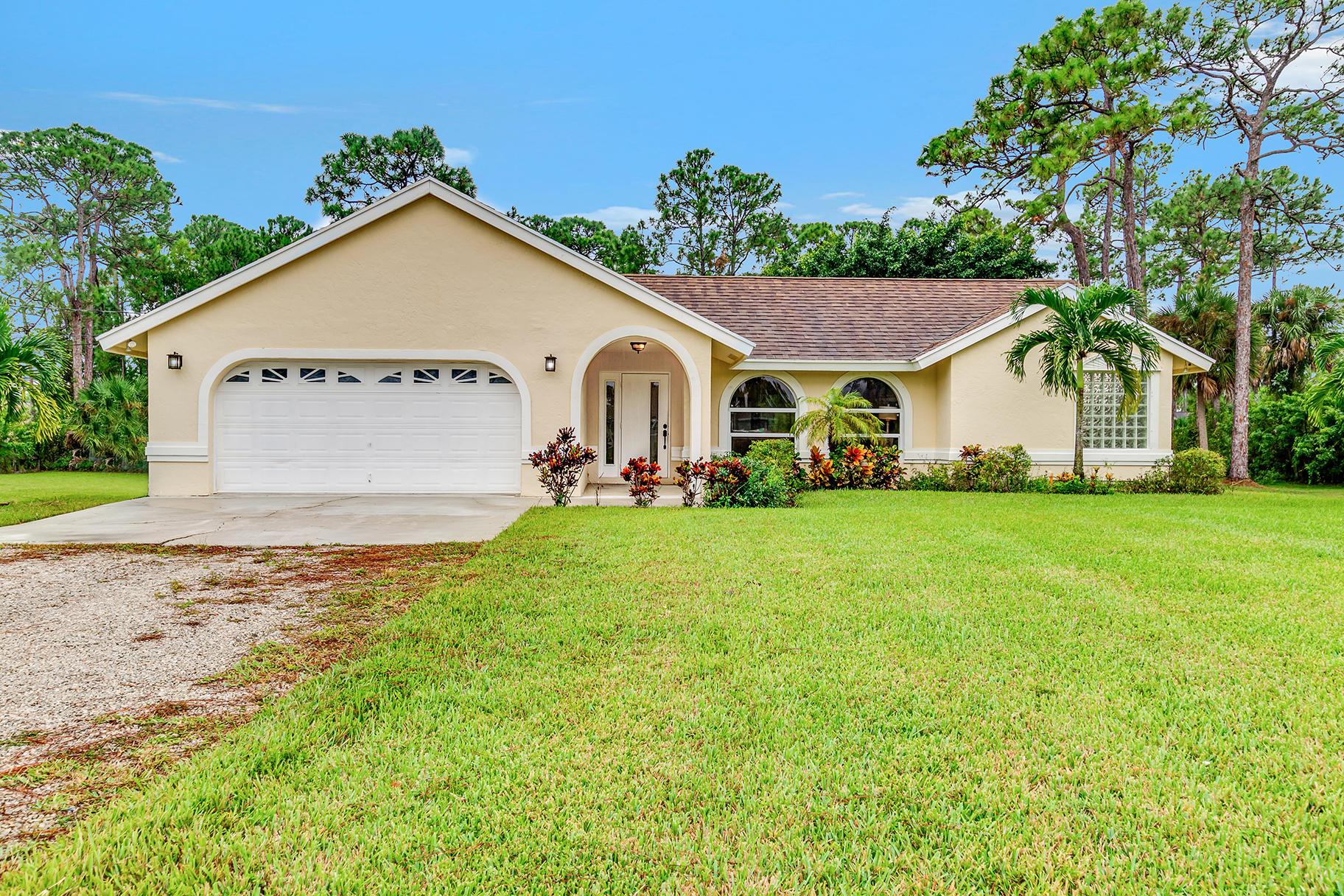 Home for sale in Loxahatchee Loxahatchee Florida